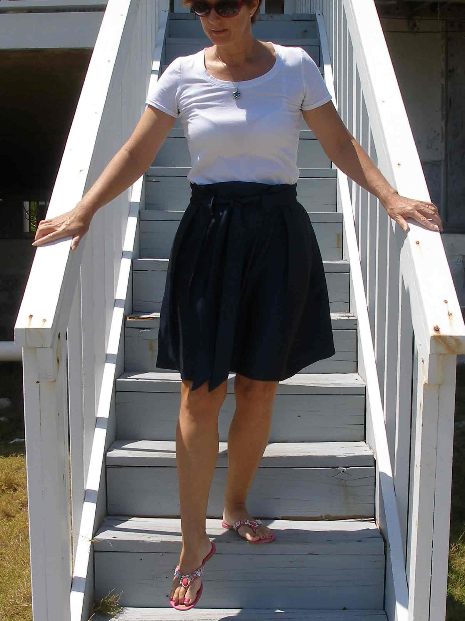 Navy pleated skirt – free pattern and tutorial