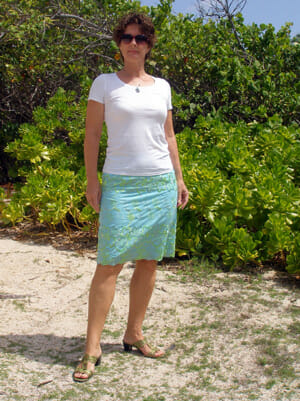 Easy lined pencil skirt. using an embrodered eyelet fabric.  From So Sew Easy.