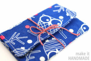 5 minute easy sew gift card holder. Personalise a gift card for any occasion.