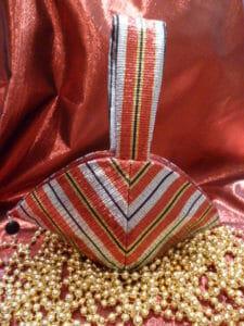 Clam shell wristlet, free purse sewing pattern.