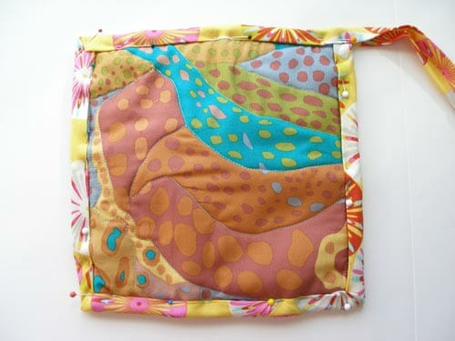 Easy quilted potholders - kitchen sewing series - So Sew Easy : how to make a quilted potholder - Adamdwight.com