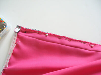 Sew a skirt lining with zipper.  How to finish by machine with no hand sewing and no visible stitching on the inside.  Part of the Sew A Skirt beginners series from So Sew Easy.