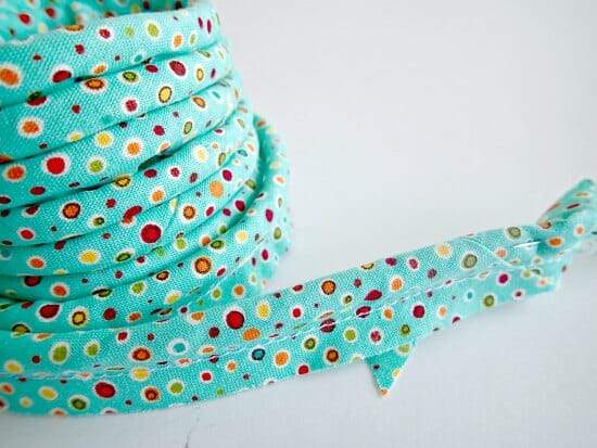 How to make your own basic piping and attach it to a pillow or cushion cover