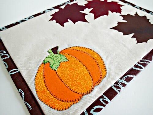Fall mug rug pattern.  I love these easy applique ideas for seasonal home decor.