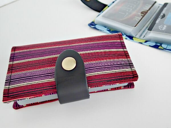 How to sew a card wallet for your man and use 'manly' style hardware so he'll actually love it. On my to do list for Fathers Day.