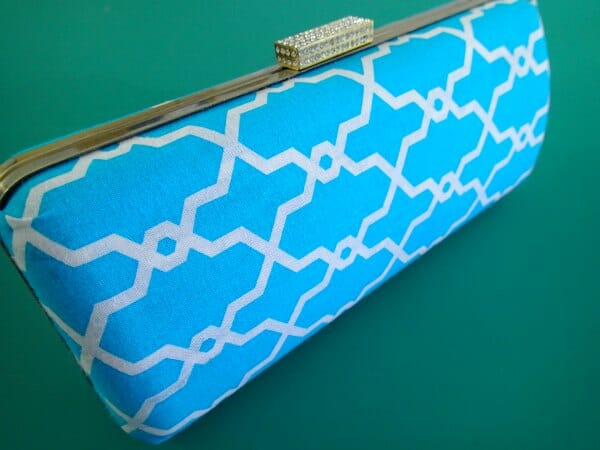 How to make this box frame clutch purse. I didn't know it was so easy! Looks very professional, even I can do this.
