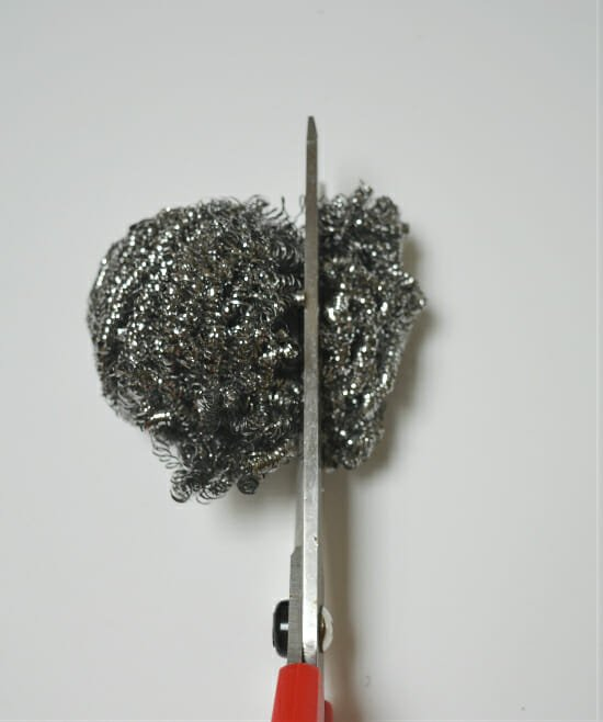 Sharpen scissors using steel wool