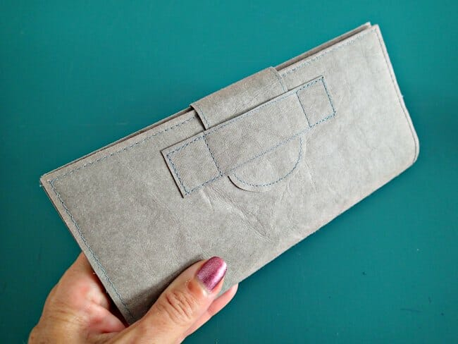 Kraft Tex leather-look wallet. Free pattern and video tutorial.