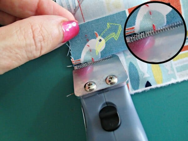 electric seam ripper - cutting the threads