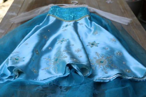 Adición de brillo con plantillas de tela, joyas para coser y lentejuelas