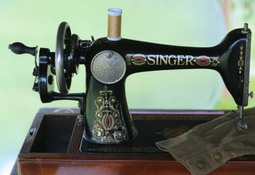 Do You Know When To Replace Your Old Sewing Machine So Sew Easy Classy How To Use A Old Sewing Machine